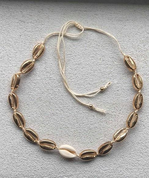 Arezzo seashell necklace