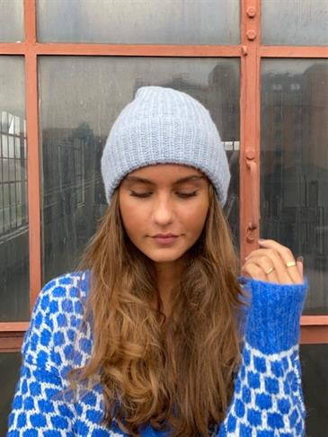 Sofia knitted hat - light blue
